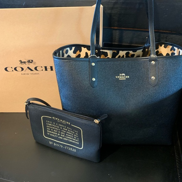 Coach Handbags - ⭐️MAKE OFFER⭐️Coach tote- leopard print